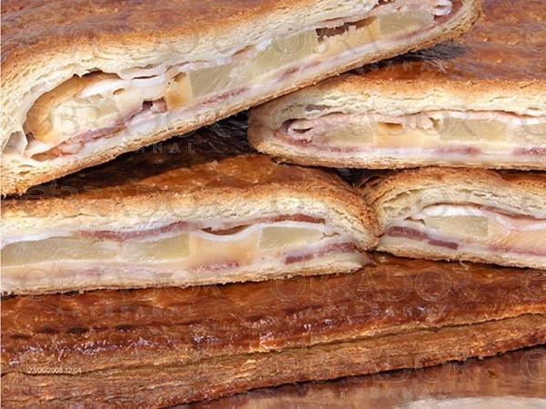 Empanada de bacon, queso y piña