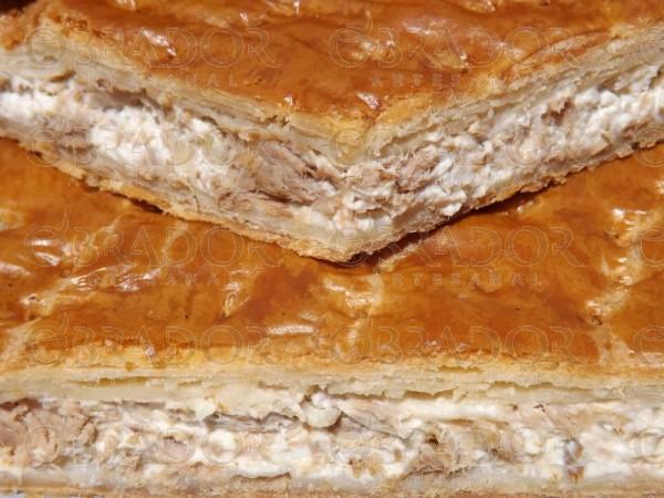 Empanada de queso crema con productos del mar