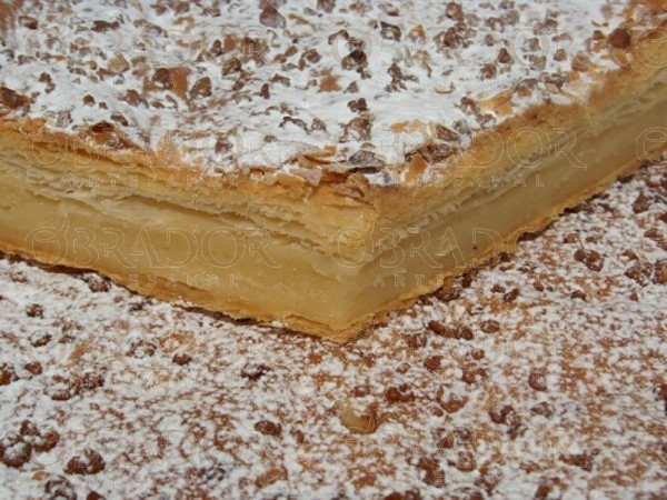 Dulce de crema relleno de crema pastelera