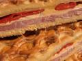 Empanada de lomo, queso y pimientos del piquillo