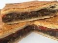 Empanada de morcilla con nueces y pasas
